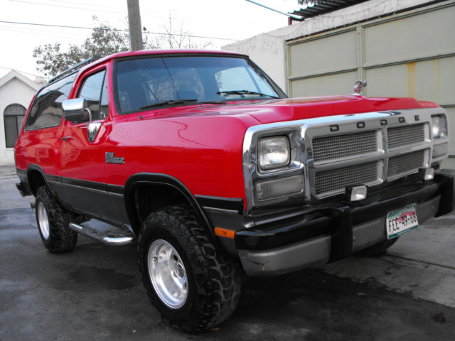 seller of classic cars 1970 dodge ramcharger red gray. Black Bedroom Furniture Sets. Home Design Ideas