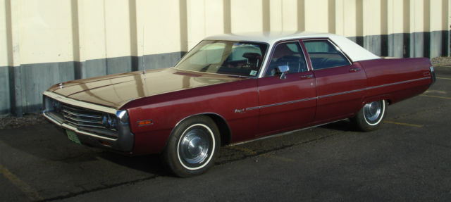 1971 Chrysler Newport (Alpine White over Burnished Red Metallic/Burnished Red)