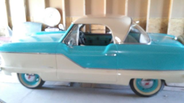 1960 Nash METROPOLITAN (blue and white/tan)