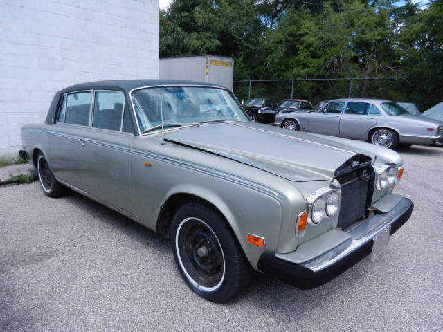 1976 Rolls-Royce Silver Shadow (Green/Green)