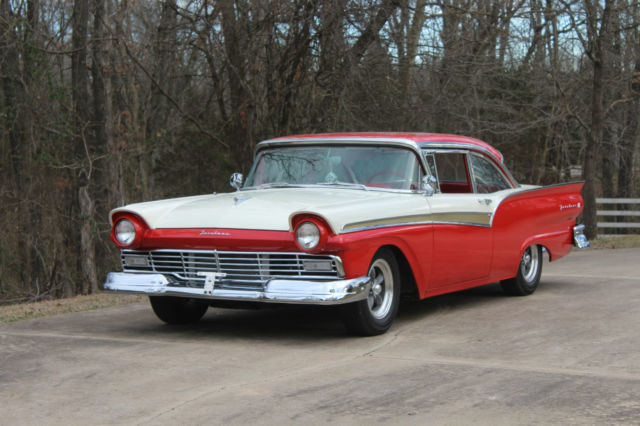 1957 Ford Fairlane (Two Tone Red & Cream/Red & Cream)