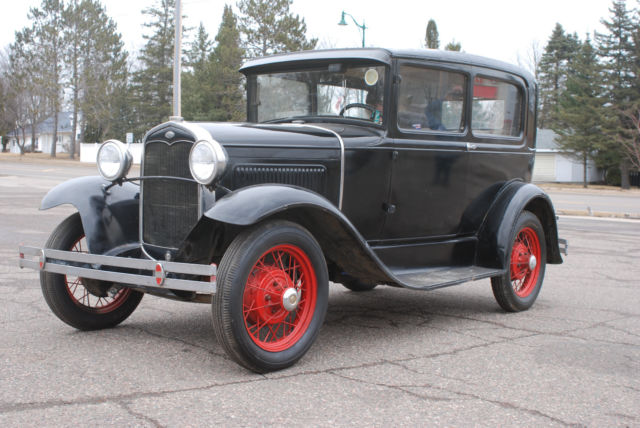 1931 Ford Model A (Black/Tan)