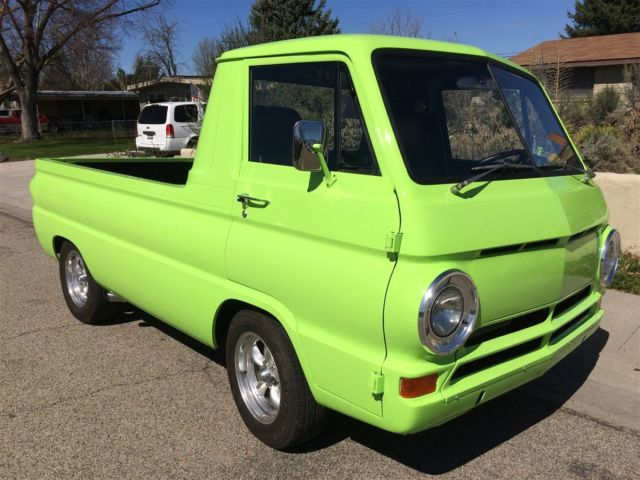 1965 Dodge A100 Truck (Lime Green/Metallic Black)