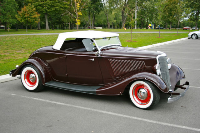 1934 Ford Roadster (Maroon/Maroon & white)