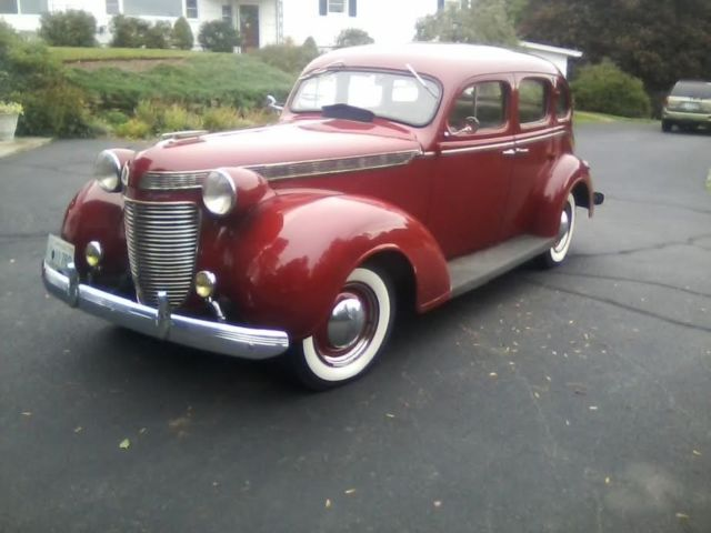 1937 Chrysler Imperial (Burgundy/Gray)
