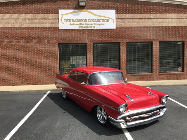 1957 Chrevrolet BEL AIR (Red/Red)