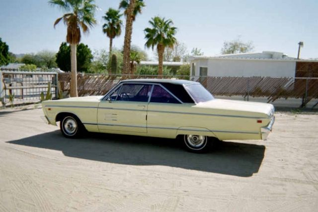 1966 Plymouth Fury (Yellow/Black)