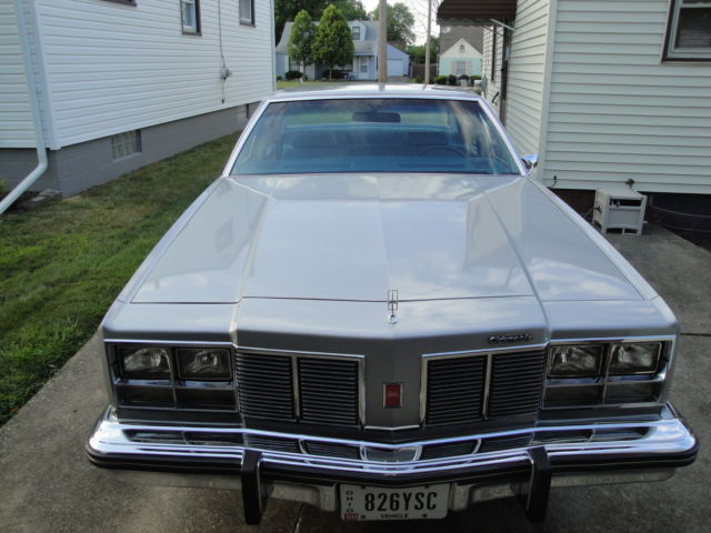1977 Oldsmobile Eighty-Eight (Silver/Blue)