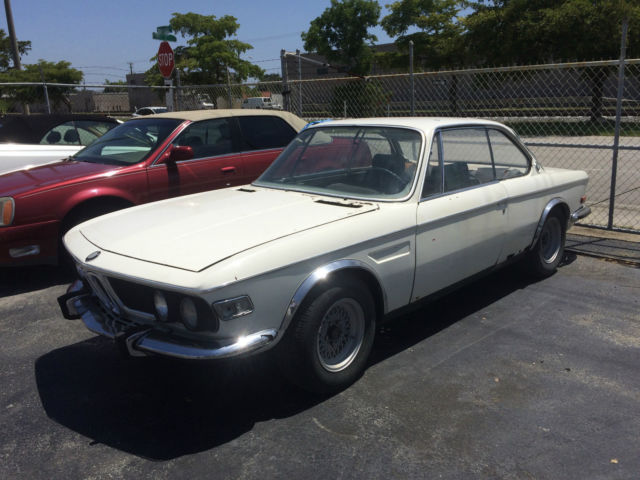 1969 BMW 2-Series (White/Blue)
