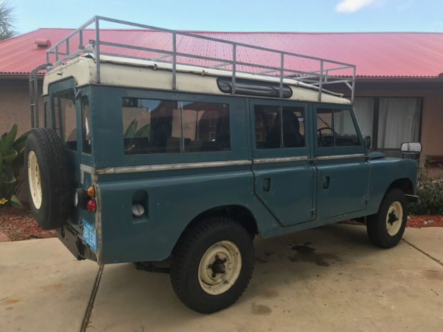 1969 Land Rover 109 (Marine Blue/Ivory/Black)