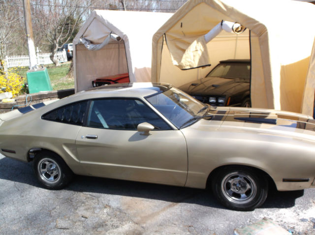 Seller Of Classic Cars 1976 Ford Mustang Goldblack
