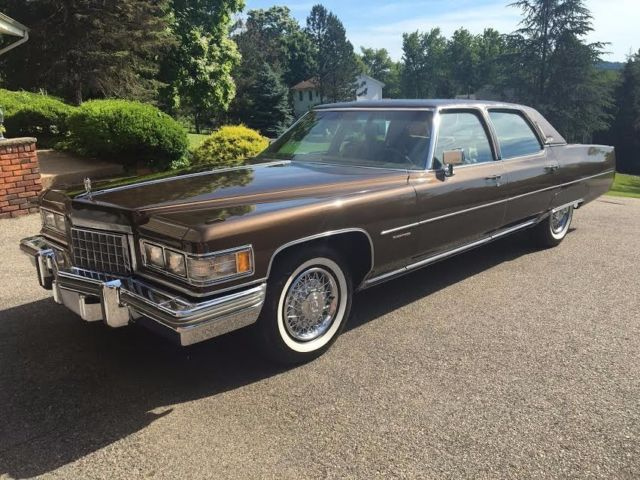 1976 Cadillac Fleetwood (Chesterfield Brown/Buckskin)