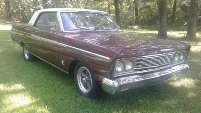 1965 Ford Fairlane (Red/White)