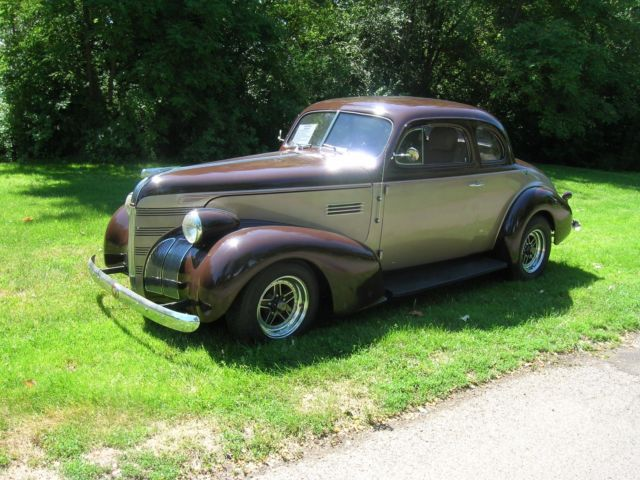 1939 Pontiac MODEL 25 COUPE (Brown/Tan/Tan)