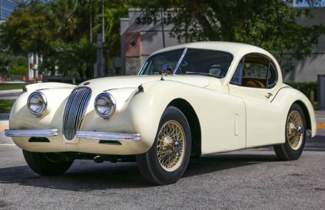 1953 Jaguar XK (CREAM/Brown)