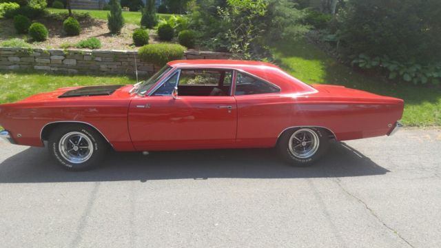 1968 Plymouth Road Runner (Red/Black)