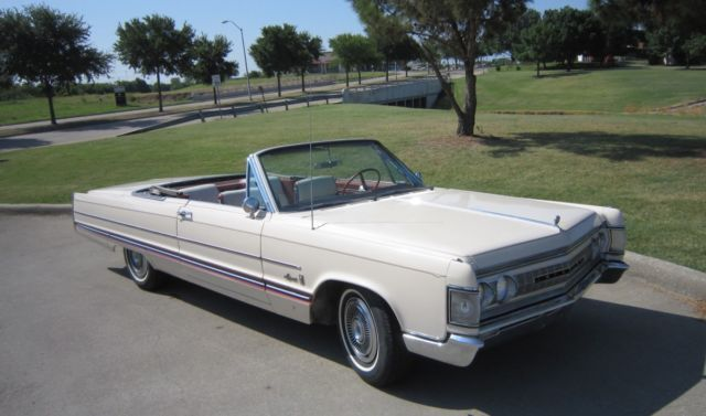 1967 Chrysler Imperial (Ivory/Red and White)