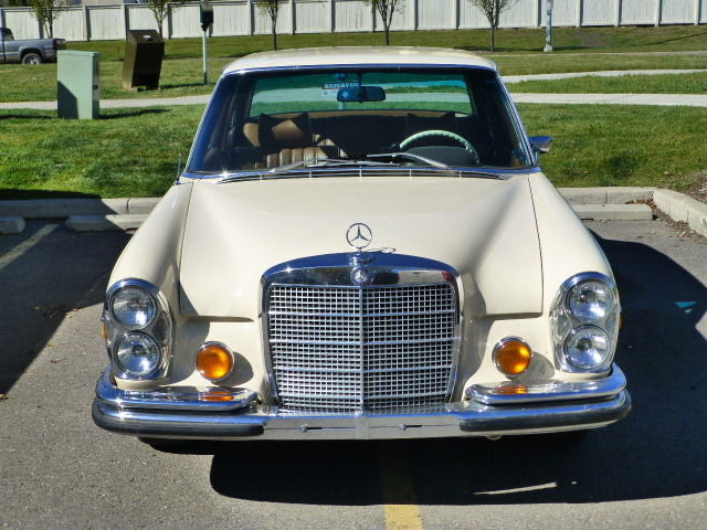 1973 Mercedes-Benz 200-Series (cream/camel brown)
