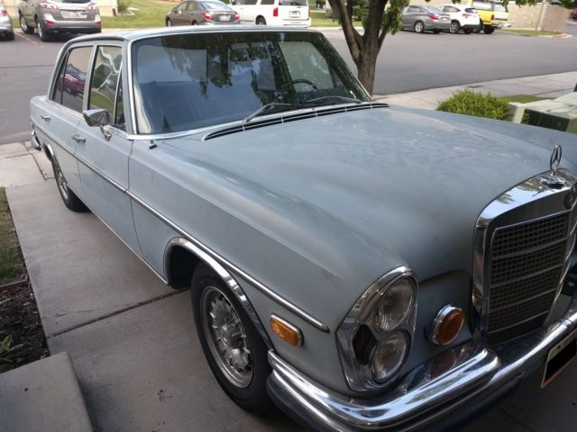 1972 Mercedes-Benz 200-Series (Light Blue/Blue)