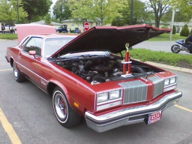 1977 Oldsmobile Cutlass (Firethorn Red/Red)