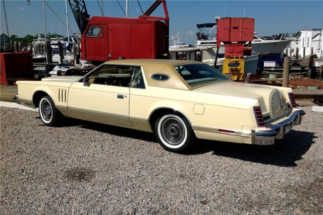 1977 Lincoln Continental (Green/Tan)