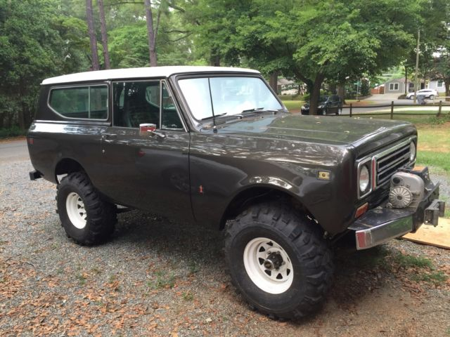 1979 International Harvester Scout (Purple/Grey)