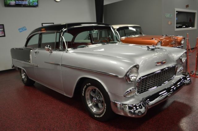 1955 Chevrolet Bel Air/150/210 (Black and Gray/Red)