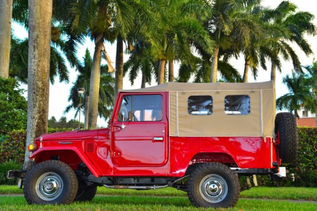 1978 Toyota Land Cruiser (Red/Gray)