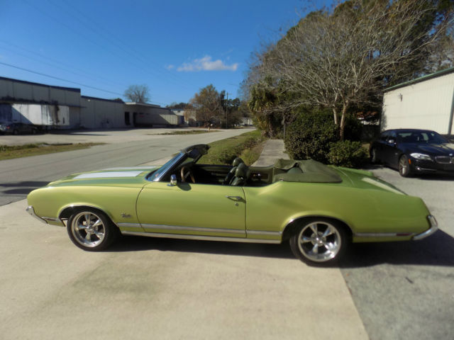 1971 Oldsmobile Cutlass (Lime Green/Dark Green)