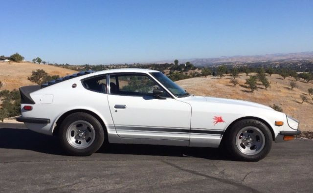 1972 Datsun Z-Series (White and Black/Black and Red)