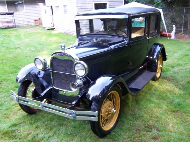1929 Ford Model A (Black/Tan)