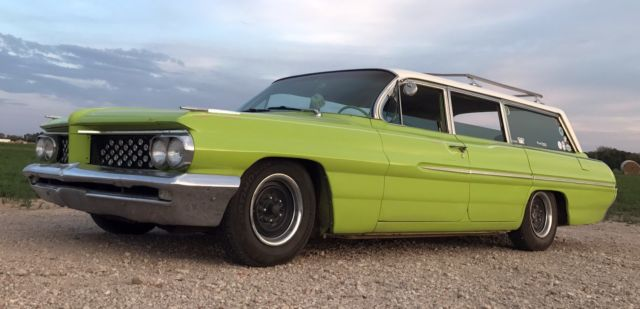 1962 Pontiac Catalina (Green/White)