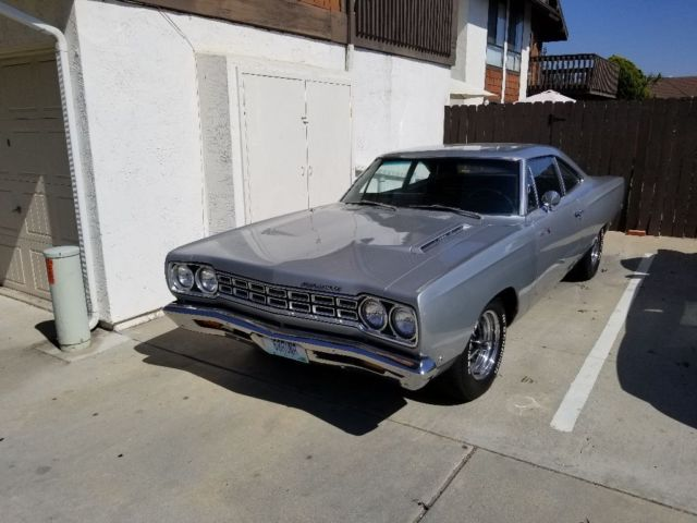 1968 Plymouth Road Runner (Silver/Black)