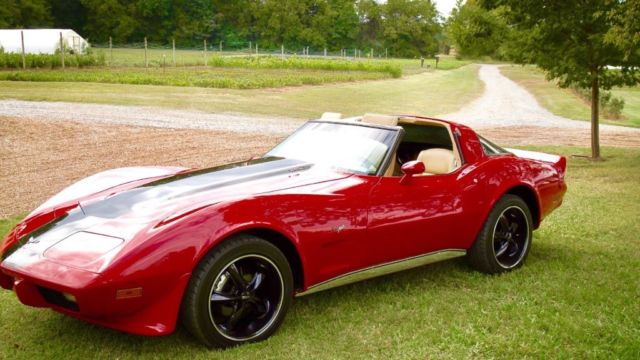 1979 Chevrolet Corvette (Red -W/Black stripe/Doe-skin)