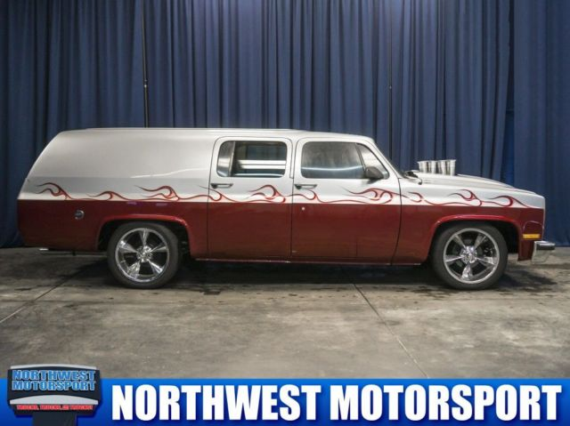 1975 Chevrolet Suburban (Red/Red)