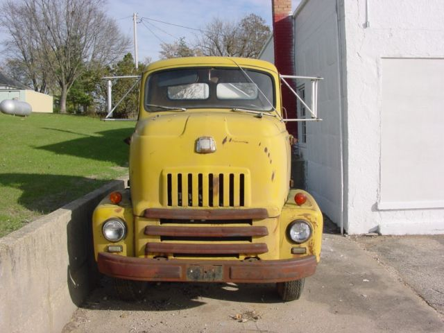 1952 International Harvester L160 (Yellow/Tan)