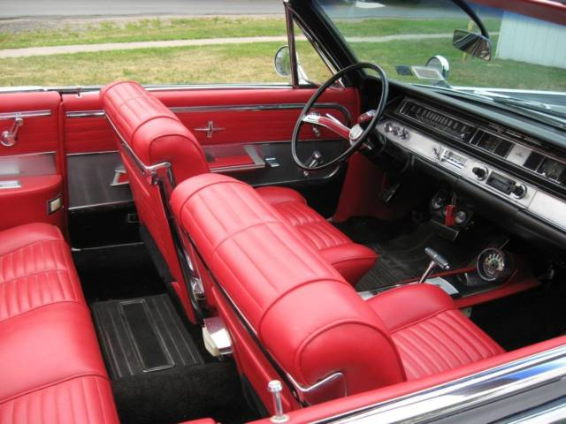 1964 Oldsmobile Starfire (Black/Red)