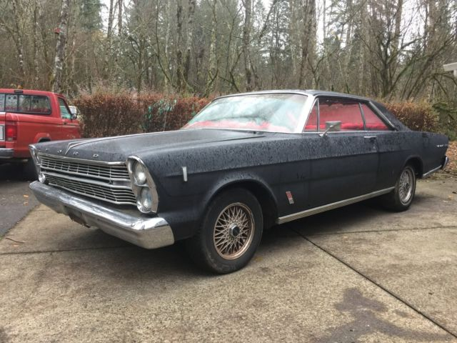 1966 Ford Galaxie (Black/Red)