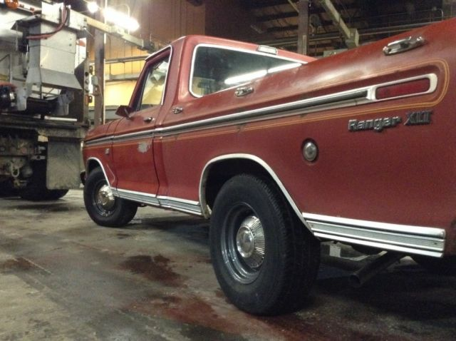 1974 Ford F-100 (Red/Black)