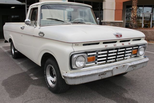1963 Ford F-250 (White/Red)