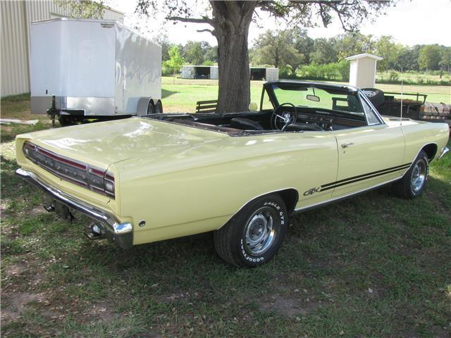 1968 Plymouth GTX (Yellow/Black)