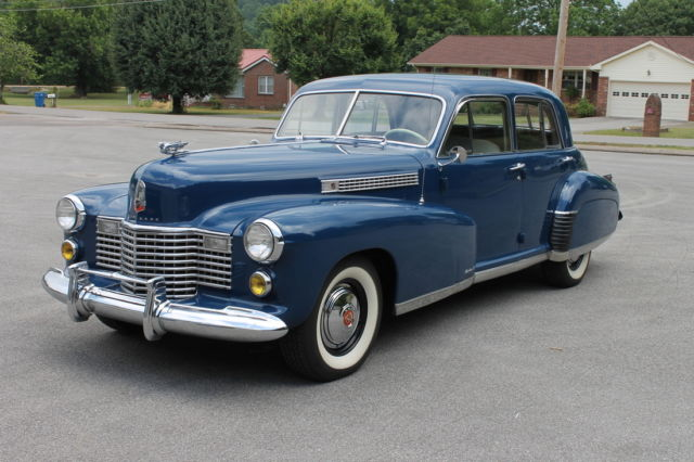 1941 Cadillac Fleetwood (Blue/Brown/Beige)