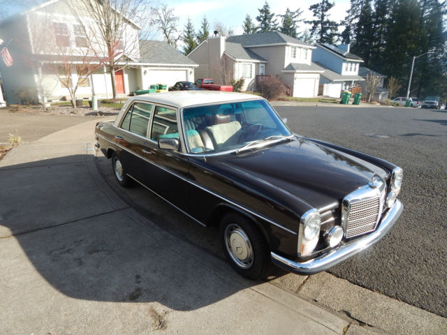 1973 Mercedes-Benz 200-Series (Brown/Black)