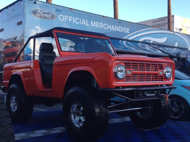 1976 Ford Bronco (Orange/Black)