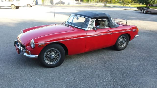 1974 MG MGB (Red/White)