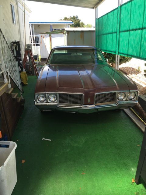 1970 Oldsmobile Cutlass (Burgundy/White)