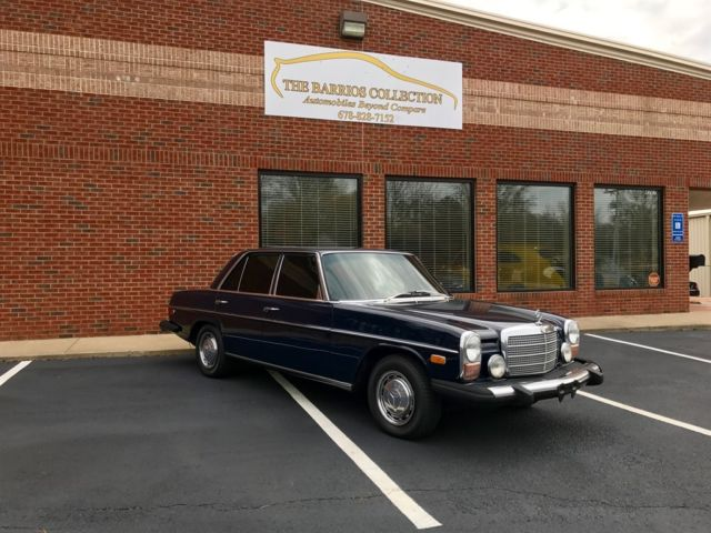 1976 Mercedes-Benz 300d (Blue/Blue)