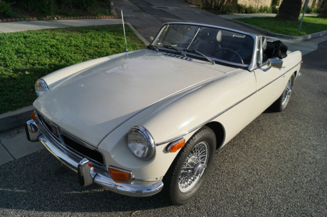 1973 MG MGB (White/Black)