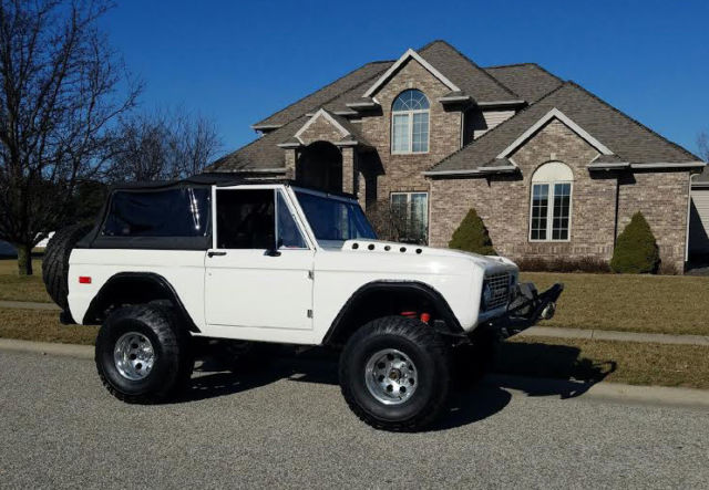 1975 Ford Bronco (Silver/Red & White)