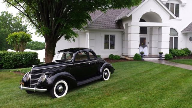 1938 Ford 85 Coupe (Black/Brown)